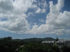 もう夏の雲。御館山小学校が見えています。