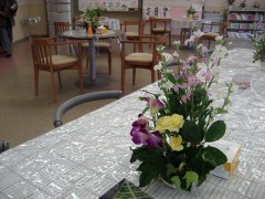 お花で飾られたテーブル