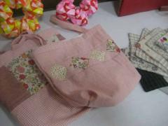 可愛らしい手縫いのバッグやコースター