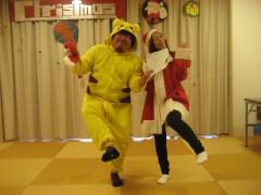 今年のクリスマス会司会のお2人。サンタと、トナカイならぬピカチュウ……?!